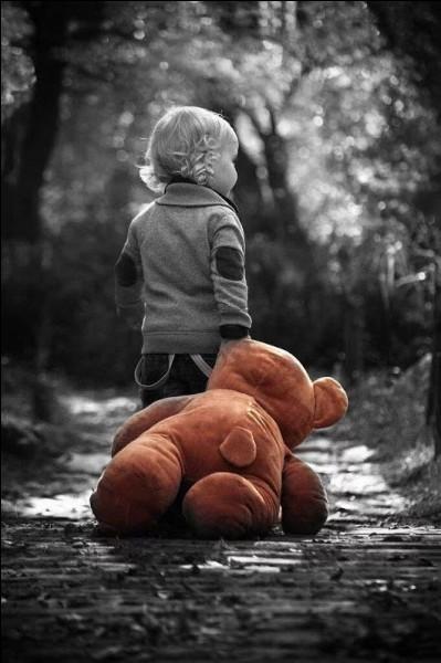 """De quelle fable est issue la morale """" Il m'a dit qu'il ne faut jamais vendre la peau de l'ours qu'on ne l'ait mis par terre."""
