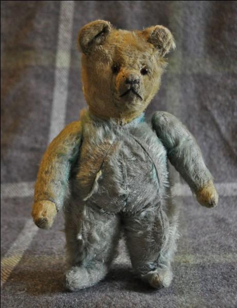 """Qui est le réalisateur du film """"L'ours"""" ?"""