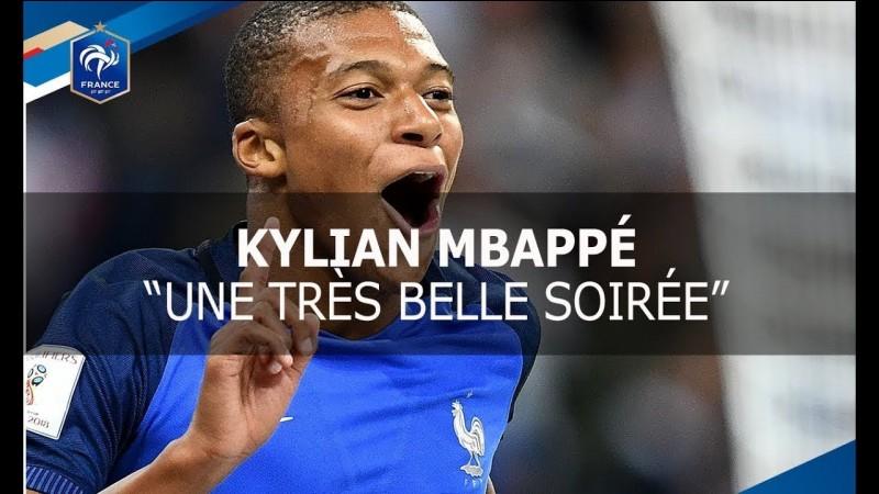 En quelle année a-t-il commencé à jouer dans l'équipe de France ?