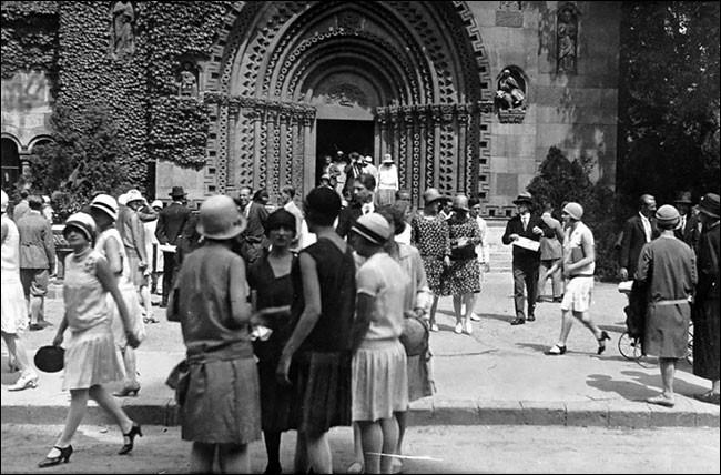 Comment appelle-t-on les années qui ont suivi la Première Guerre mondiale en France ?