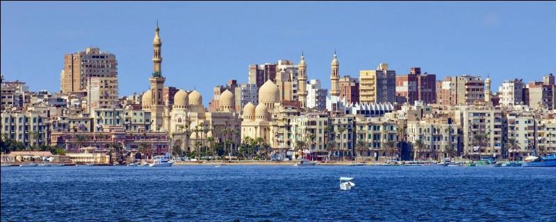 Dans l'Antiquité, quel monument d'Alexandrie était une des Sept Merveilles du monde ?