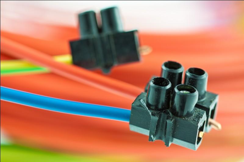 """On appelle """"sucre électrique"""", une petite pièce permettant de relier des fils électriques."""