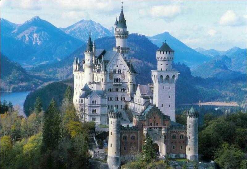 Quel siècle correspond à la construction du château de Neuschwanstein en Allemagne ?