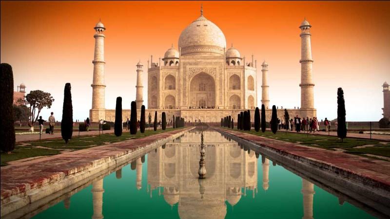 De quelle architecture le Taj Mahal est-il un parfait exemple ?