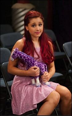 """Pourquoi a t'elle les cheveux rouges dans """" Victorious """" et """" Sam & Cat """""""