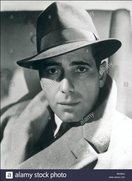 "John Huston a réalisé ""Le Faucon maltais"""