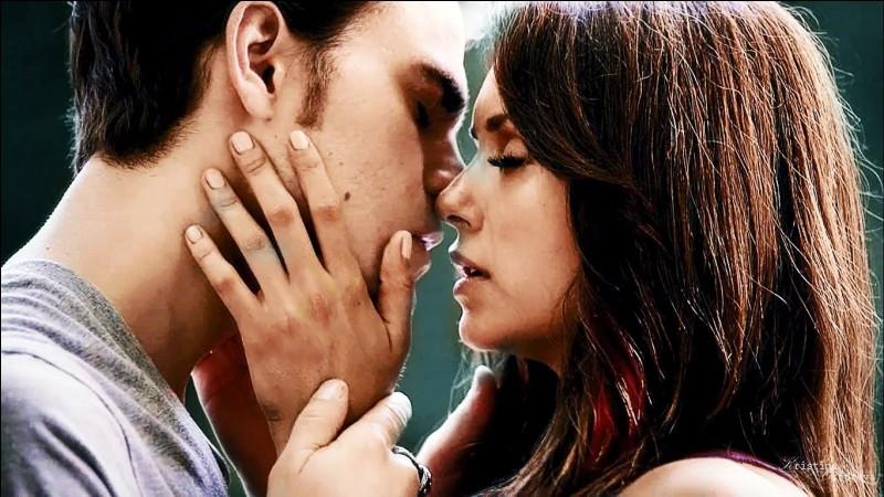 À quel endroit Elena et Stefen se sont-ils rencontrés ?