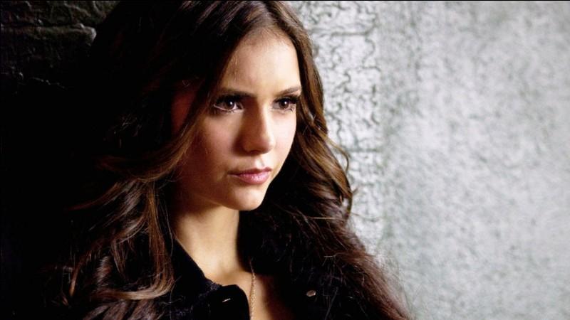 Comment Elena devient-elle un vampire ?