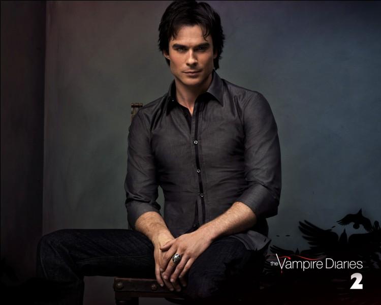 Dans quelle saison Damon et Elena sortent-ils ensemble ?