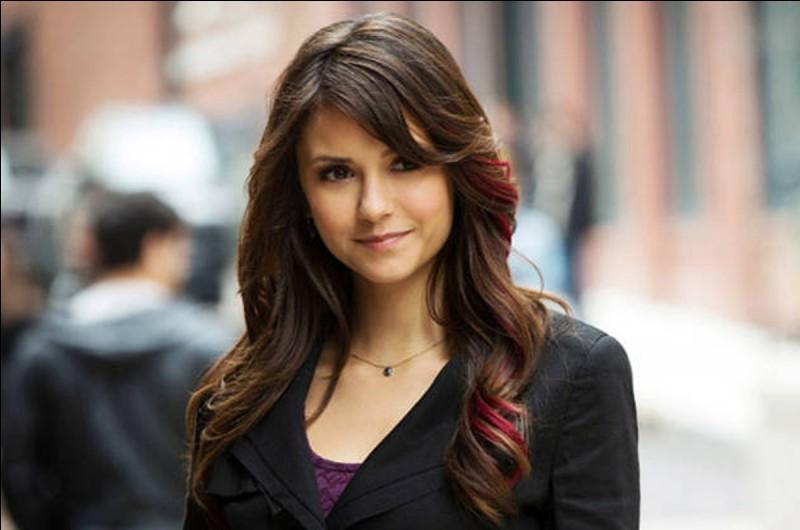 Pourquoi Elena fait-elle taire son humanité ?