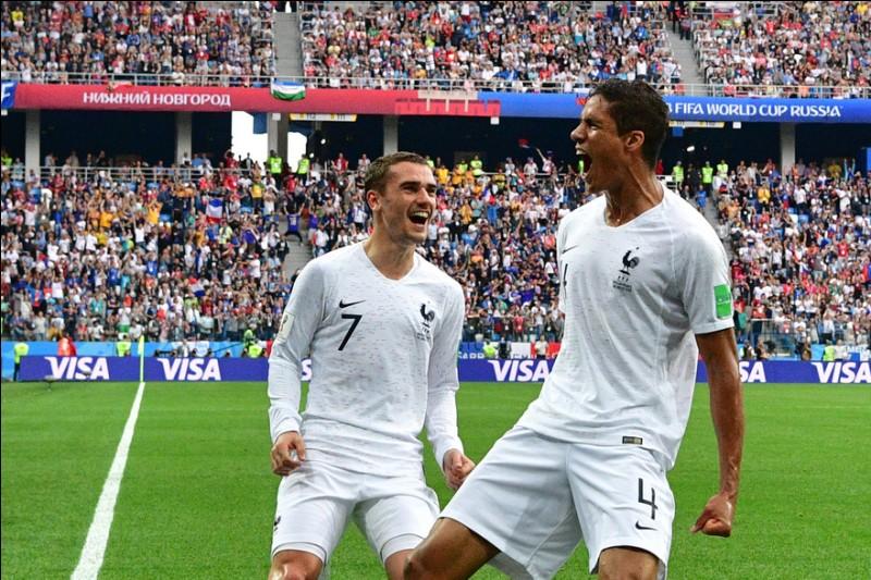 Cite le nombre de défenseurs de l'équipe de France ayant marqué un but durant cette Coupe du monde.