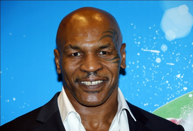Mike Tyson fait...