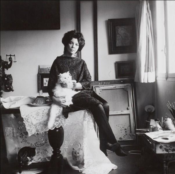Son œuvre est un hommage aux chats qu'elle nommait ''ces petits anges qui m'aident à vivre''. On ne finira jamais d'admirer ses toiles peuplées de personnages étranges. Qui est cette artiste peintre décédée en 1996 ?
