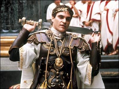 Comment s'appelle Joaquin Phoenix dans 'Gladiator' ?