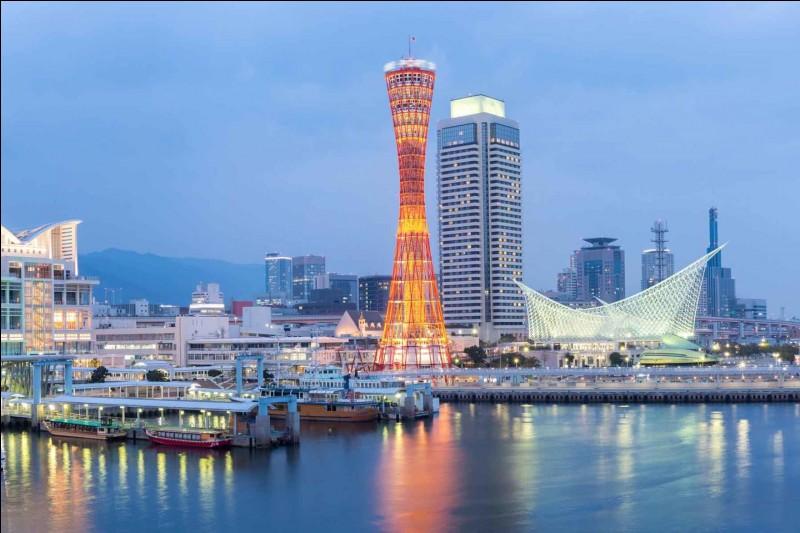 Dans quelle ville du Japon un très fort séisme eut lieu en 1995, tuant plus de 6000 personnes ?