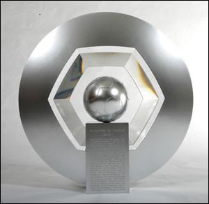 Comment s'appelle le trophée de Ligue 1 ?