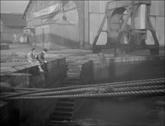 """Qui a écrit le livre """"Le Quai des brumes"""" dont Marcel Carné s'est inspiré pour son film ?"""