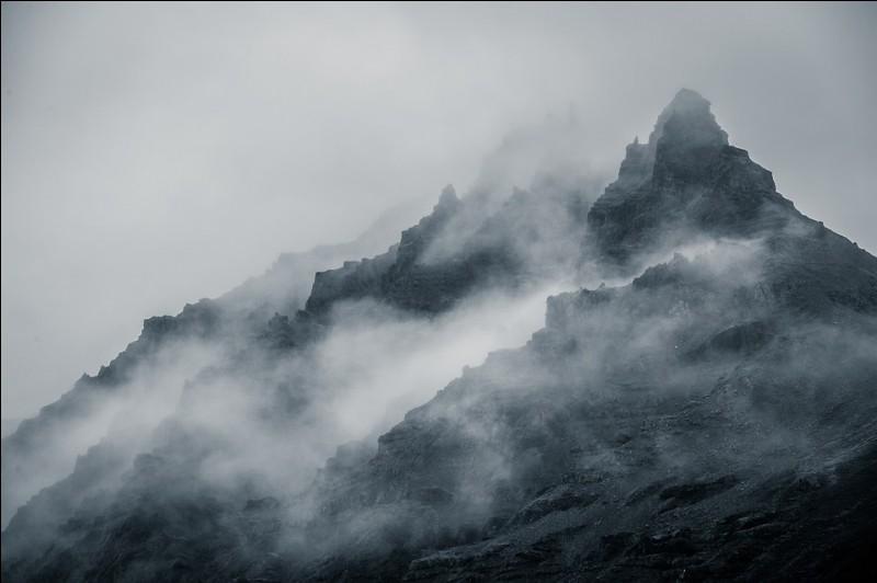 """Qui chantait """"Il rentrait chez lui là-haut vers le brouillard..."""" ?"""