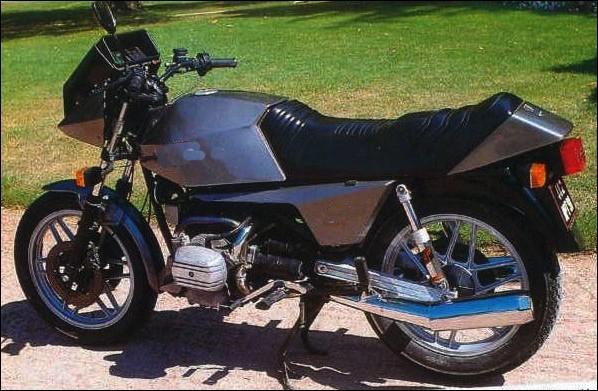 Quelle est cette moto flat-twin ?