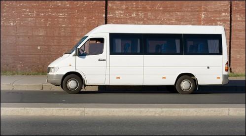 Ce véhicule de transport de personnes comporte 15 places assises (conducteur compris).Dans cette situation, quel permis de conduire est nécessaire ?
