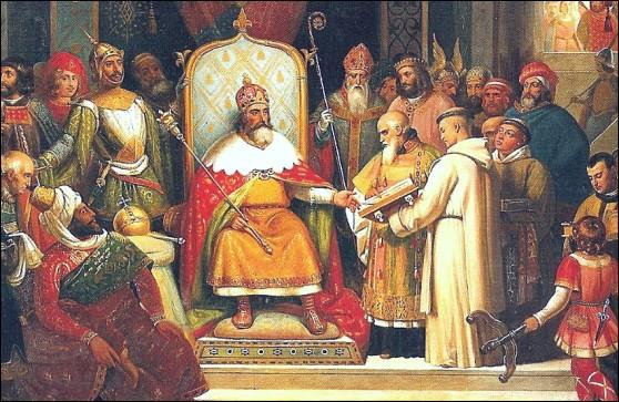 Quelle dynastie a précédé celle des Carolingiens ?