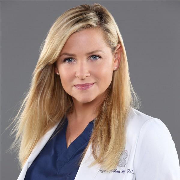 Comment s'appelle l'actrice qui joue le rôle de Arizona Robbins ?