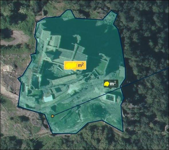 L'emprise au sol du site de Ventadour, dans la grande enceinte, est d'environ... (données satellite)