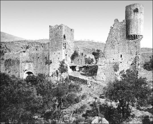 Le nom du château au Moyen Âge était :