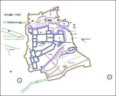 L'enceinte extérieure du château mesure :