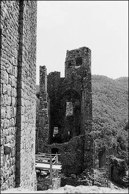 """La """"tour à échauguettes"""" s'appelait au 17e siècle la tour..."""
