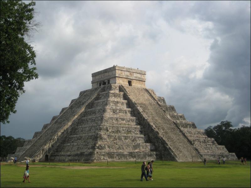 La pyramide de Chichen Itza se trouve au Mexique dans la péninsule du Yucatan. Mais quel peuple l'a construite ?