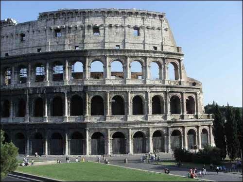 Le Colisée de Rome : Sur la demande de quel empereur a-t-il été construit ?