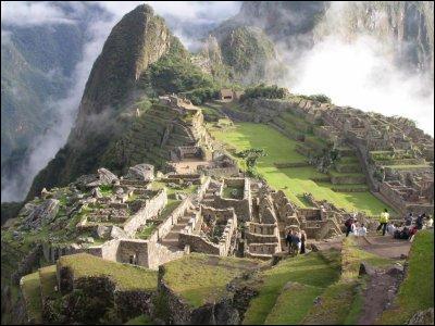 Dans quel pays se situe le magnifique site du Machu Picchu érigé par les Incas ?
