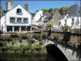 Dans quel département de la Bretagne se trouve la commune de Pont-Aven ?