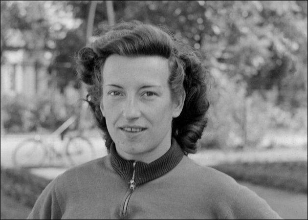 A peine plus jeune, la Hongroise Ágnes Keleti, née le 9 janvier 1921, a été médaillée aux jeux d'Helsinki et de Melbourne. Dans quel sport ?