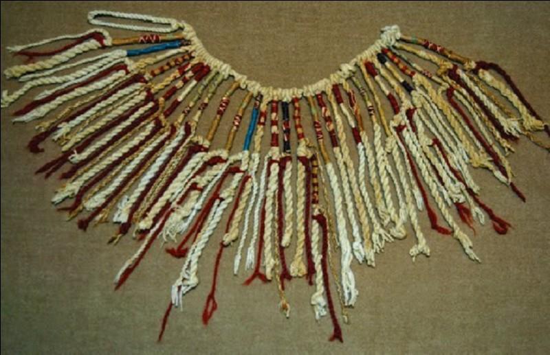 Quelle civilisation utilisait le 'quipu' (en image) dont les nœuds et combinaisons remplaçaient l'écriture ?