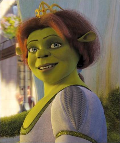 Dans Shrek ( le premier ), qu'arrive-t-il à Fiona dès que le soleil se couche ?