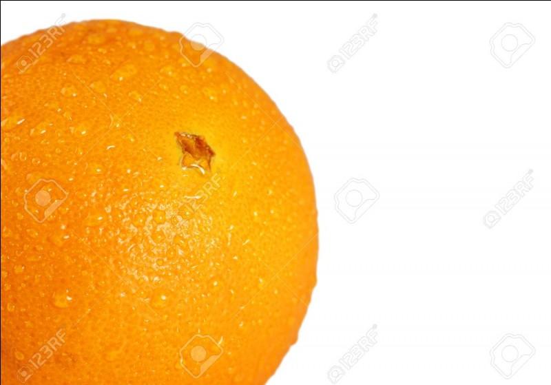 À quelle vitesse les oranges expulsent-elles des gouttelettes quand on les pèle ?