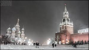 """Qui chantait """"La place Rouge était blanche, la neige faisait un tapis"""" ?"""