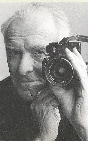 """Quel est ce photographe français, auteur de """"Banlieue de Paris """" ?"""