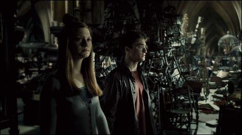 """Dans """"Harry Potter et l'Ordre du phénix"""", qui détruit le mur de la salle sur demande ?"""