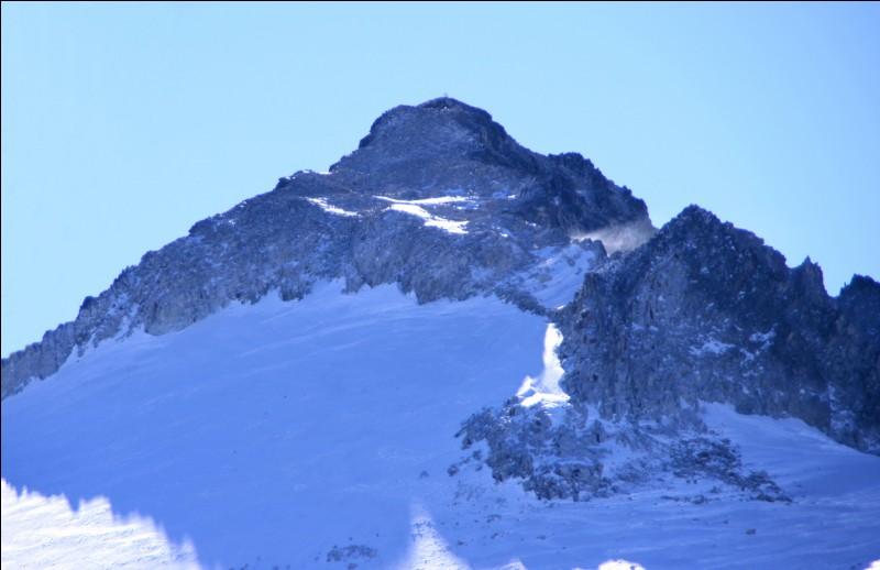 Quel est le plus haut sommet des Pyrénées qui fait 3404 m ?