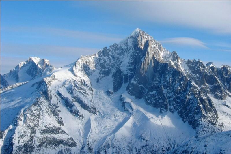Dans quelle chaîne de montagnes se situe l'aiguille verte ?