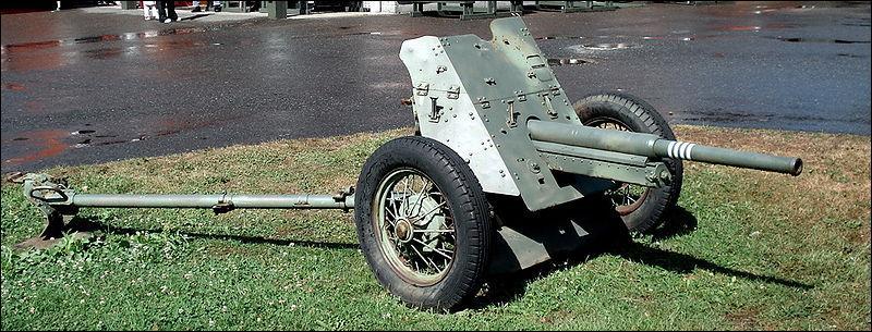 Qui utilisa ce canon Anti-tank M1937 (53K) ?