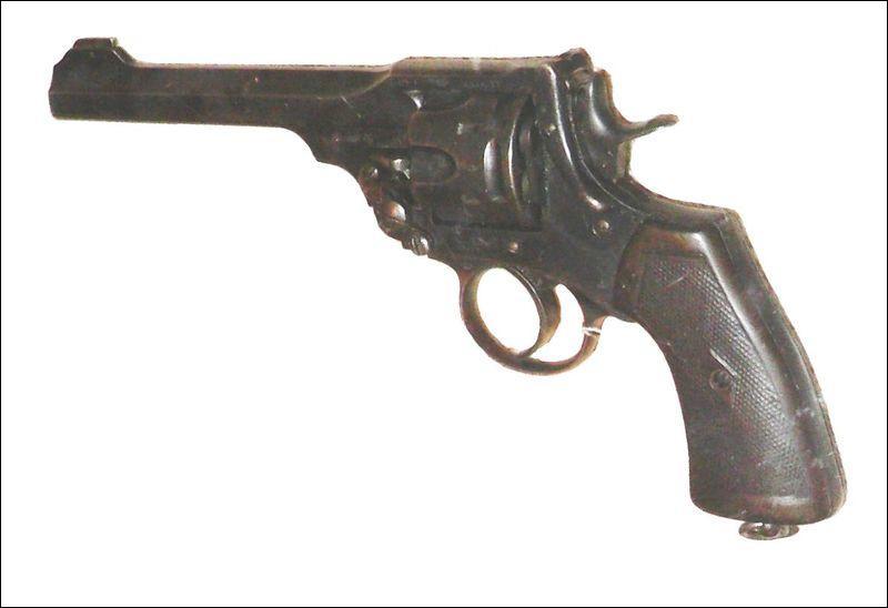 Le révolver Webley Mk I-VI calibre .455 fut utilisé de 1887 à 1915  par l'armée :