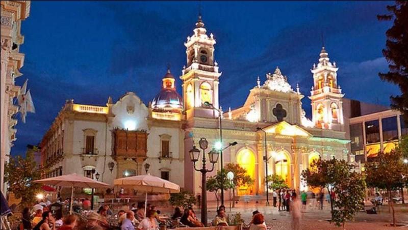 Cette ville d'Argentine, proche des Andes et de la Bolivie, la plus importante du nord-ouest du pays, c'est :
