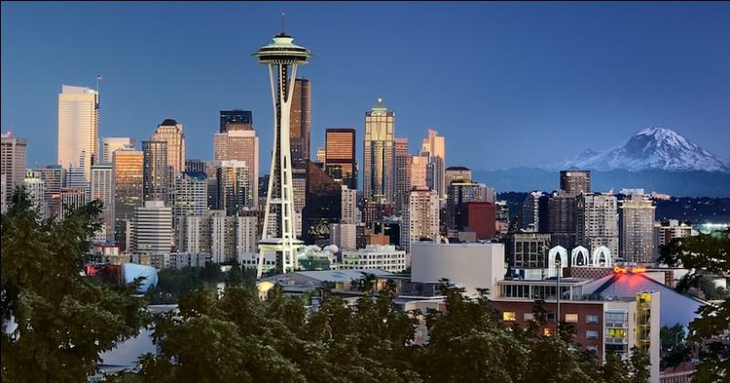 Cette ville américaine, entourée d'eau et de montagnes, est la plus grande ville du Nord-Ouest des Etats-Unis. C'est :
