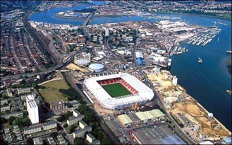 Cette ville portuaire anglaise, au fond d'un estuaire donnant sur la Manche, c'est :