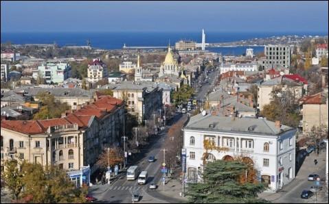 Cette ville de Crimée, port et base navale sur la mer Noire, c'est :
