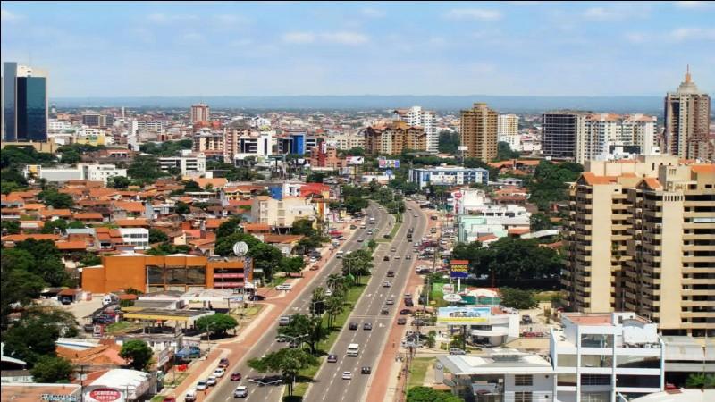 Cette ville bolivienne, première ville du pays avec 2 millions d'habitants et capitale économique, c'est :